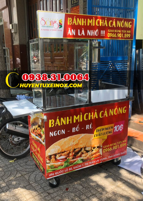 Xe inox bán bánh mì chả cá